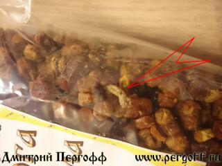 Личинки моли в перге